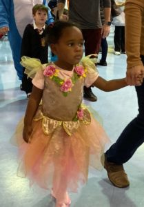 Preschooler arrives dressed as a ballerina